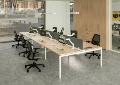 IDEA : Bureau bench avec bras-écrans